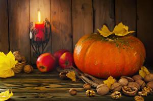 Картинка Осенние Тыква Орехи Яблоки Свечи Огонь Доски Листья Продукты питания