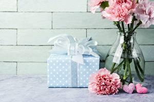 Фотография Гвоздики Подарки Ваза Цветы