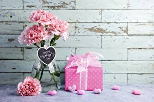 Обои Гвоздики Подарки Ваза mother's day Цветы