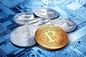 Фотография Монеты Биткоин dash, ripple, litecoin, monero, ethereum