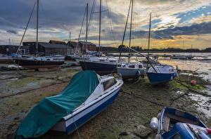 Обои Англия Вечер Берег Катера Парусные Яхта Fishbourne Природа