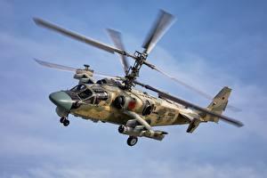 Фотография Вертолет Российские Летит Ka-52 Alligator Авиация