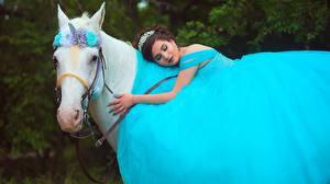 Фото Лошади Единороги Платья Животные Девушки