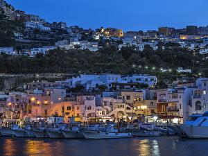 Обои Италия Дома Пирсы Вечер Катера Уличные фонари Capri Города