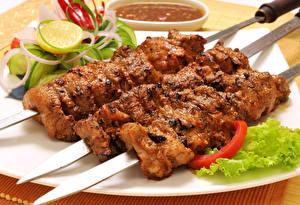 Картинка Мясные продукты Шашлык Трое 3 Продукты питания