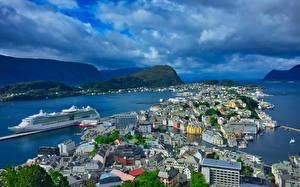 Фото Норвегия Здания Пирсы Корабли Залив Aalesund Города