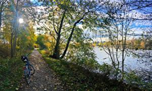 Обои Норвегия Речка Берег Тропинка Велосипед Деревья Листва Fredrikstad Kommune Ostfold Природа