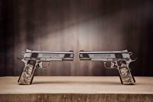 Фотографии Пистолеты 2 1911 Colt Engraving Армия