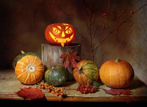 Фото Тыква Хеллоуин Ягоды Натюрморт Пне Листва Еда