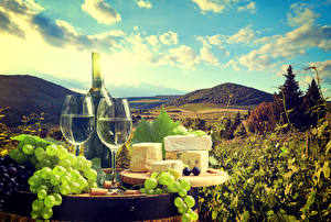 Фото Натюрморт Вино Виноград Сыры Бутылка Бокалы Еда