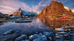 Картинка Камень Причалы Лофотенские острова Норвегия Утес Залив Природа