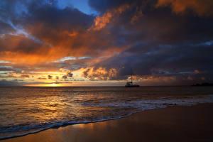 Фотографии Рассвет и закат Побережье Волны Небо Облака Природа