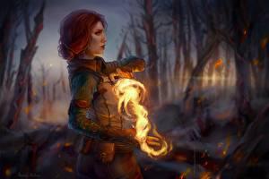 Картинки The Witcher 3: Wild Hunt Огонь Магия Маг волшебник Фан АРТ Рыжая Рука Triss Merigold компьютерная игра Фэнтези Девушки