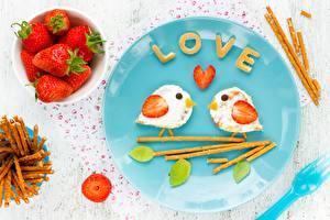 Картинки День святого Валентина Клубника Птицы Завтрак Тарелка