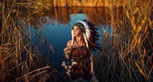 Обои Индейский головной убор Талисман Индейцы Красивая Sergey Sorokin молодые женщины