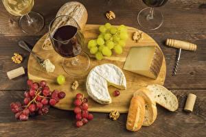 Обои Вино Хлеб Сыры Виноград Орехи Разделочная доска Бокалы Пища