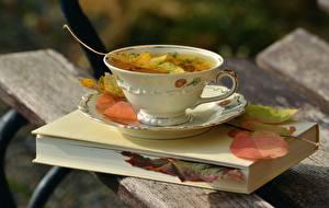 Фотографии Осенние Вблизи Чашка Книга Листва Доски