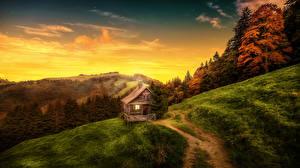 Фотографии Осенние Горы Леса Рассветы и закаты Здания Тропинка