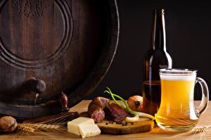 Картинки Пиво Колбаса Сыры Орехи Кружка Бутылка Колосья Пища