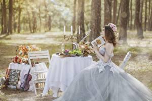 Фотографии Свечи Стол Невеста Свадьба Шатенка Платье Сидит