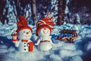 Обои Новый год Игрушки Снеговики Двое Шапки Сани