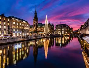 Картинка Гамбург Германия Новый год Вечер Отражение Города