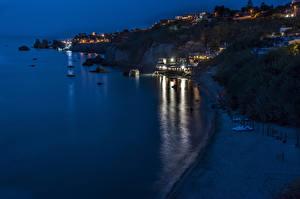 Картинка Италия Побережье Дома Ночные Скала Ischia Города