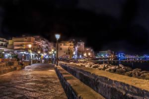 Картинки Италия Дома Улица Уличные фонари Ночь Ischia Ponte Города