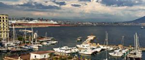 Картинки Италия Дома Причалы Парусные Катера Яхта Заливы Napoli город
