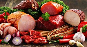Фотография Мясные продукты Ветчина Чеснок Лук репчатый Колбаса Пища