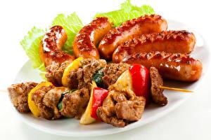 Фото Мясные продукты Шашлык Сосиска Овощи Белый фон Еда