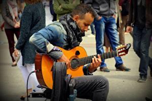 Фотографии Мужчины Сидящие Гитара Куртка