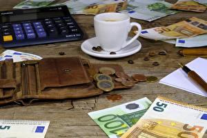 Фотография Деньги Монеты Банкноты Евро Чашка