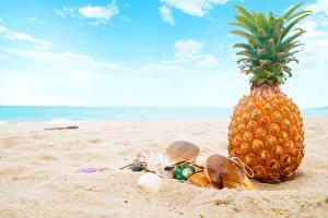 Обои Ананасы Очки Песок Пляж Продукты питания