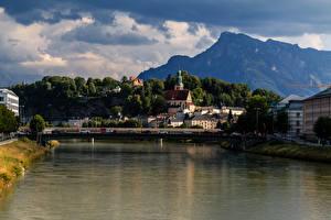 Картинка Зальцбург Австрия Здания Речка Мосты Горы Города