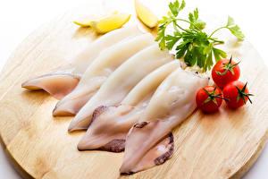 Фотография Морепродукты Томаты Разделочная доска Продукты питания