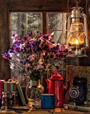 Фото Натюрморт Букеты Керосиновая лампа Чайник Ваза Фотокамера Кружка Книга Пища