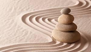 Обои Камни Песок Девушки картинки