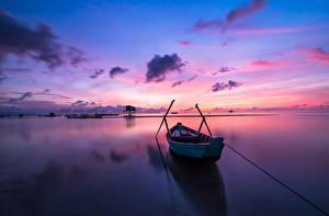 Картинка Рассветы и закаты Небо Лодки Отражение Природа