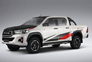 Картинки Toyota Пикап кузов Белый 2018 Hilux GR Sport Double Cab Latam Автомобили