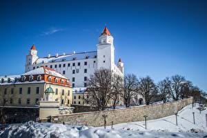 Фотографии Зимние Замок Словакия Снеге Bratislava город