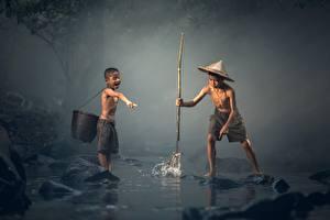Картинка Азиатка Рыбалка Две Мальчик Шляпа ребёнок