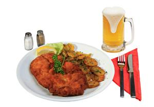 Фотография Пиво Ножик Картошка Бокалы Пена Вилка столовая Тарелка Еда