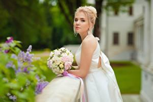 Фотография Букеты Невеста Блондинка Платье