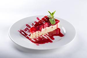 Фото Торты Часть Тарелка Белым фоном Продукты питания
