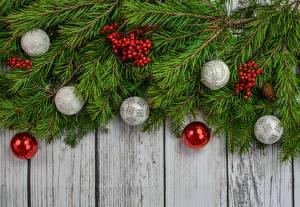 Фотографии Рождество Ягоды Рябина Ветвь Доски Шар
