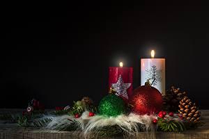 Картинки Новый год Свечи Пламя Шишки Шар