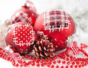 Картинка Рождество Вблизи Шар Снежинки Шишки Красный