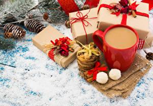 Картинки Рождество Кофе Печенье Корица Конфеты Чашка Подарки Шишки Бантик Пища
