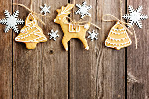 Картинка Новый год Печенье Олени Доски Дизайн Снежинки Новогодняя ёлка Еда